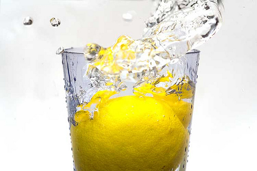 Start your day off right with a squeeze of cleansing lemon for better health. Tap here for 25 more reasons to let this simple act do so much for your body. (TheHealthMinded.com) #health